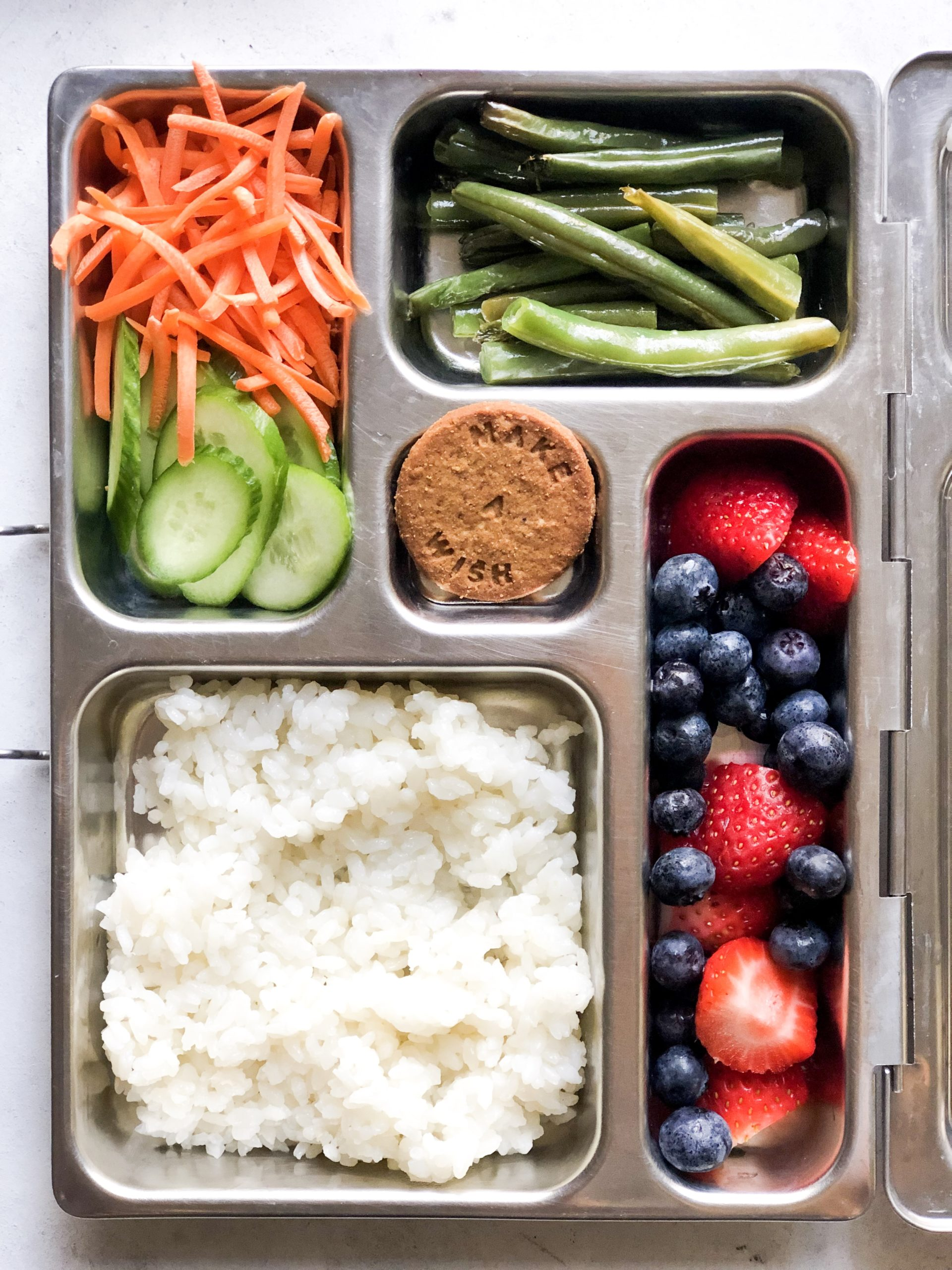 How To Pack a Balanced Camp Lunchbox